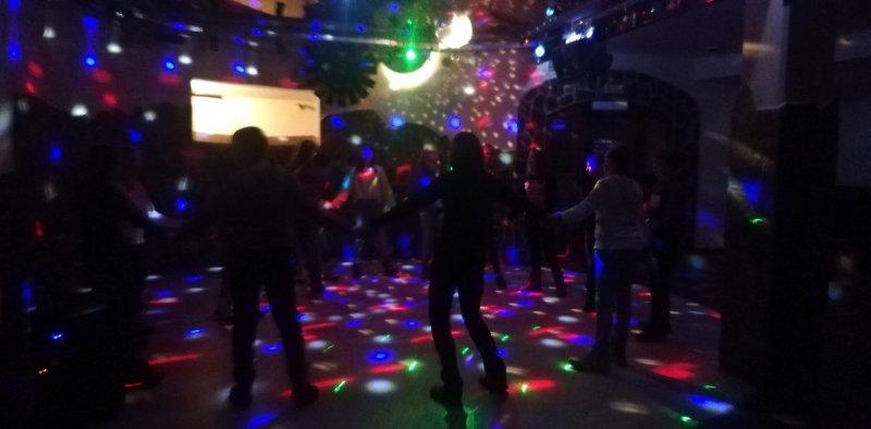 po-smucanju-pase-malo-zabave-disco